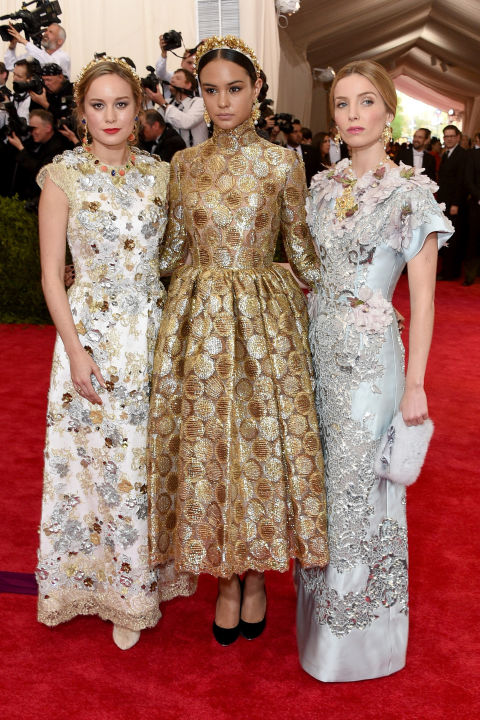 Brie Larson, Courtney Eaton and Annabelle Wallis in D&G.  I love everything that's happening in this pic.